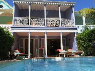 Orient Beach TOWNHOME w/ Private Pool and 1 min to Beach, Orient Bay