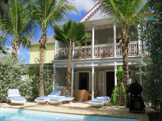 Orient Beach TOWNHOME w/ Private Pool and ideal Location, Orient Bay