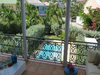 Tropical Modern Townhome steps to Orient Beach., Orient Bay