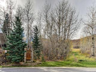 Updated and luxurious ski-in home with a pool & hot tub!, Park City