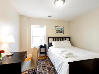 Boston Furnished Rental - Double Room w/ shared bathroom