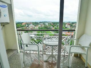 Great big studio with river view, Chiang Mai