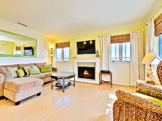 Walk to Beach or Bay, 3 BR with A/C - BOOK NOW for OCTOBER DATES!, Newport Beach