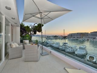 Deluxe seafront apartment, Zadar
