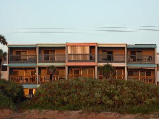 Clean, Comfy, 1BR/!BA Oceanfront Condo, Ormond Beach