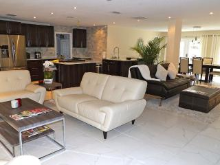Upscale Winter Park Home \ Large Bedrooms, Elegant