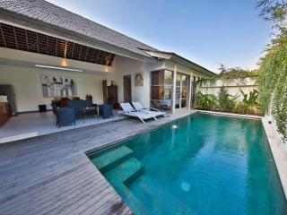 Balinese Style Villa 2 Bedroom in Legian - Kuta