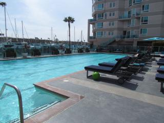 Fully Renovated With Hot Tub and Bay View, Marina del Rey