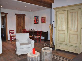 wonderful new apartment in private chalet, Sauze d'Oulx