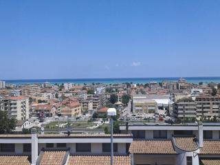 Apartment on the hillside with fantastic sea view, Montesilvano Colle