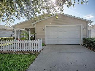 Beautiful patio villa with complimentary use of golf cart, The Villages