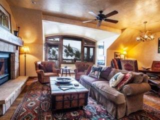 Luxury Arrowhead Ski Condo~ walk out your door to high speed lift~ Outdoor Hot Tub & Pool~ GORGEOUS!, Edwards