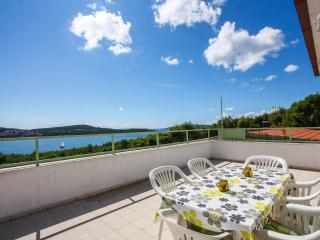 Lovely apartment with beautiful sea view, Donji Seget