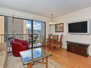 FOUR PADDLE Mountain view with full kitchen, AC, washer/dryer, WiFi, parking., Honolulu