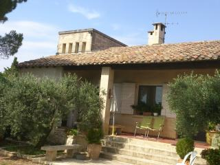 Guest house in Fontvieille, old stone cottage