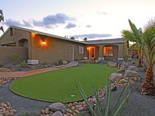 Exclusive Country Club Pool Home w/ Putting Green, Palm Desert