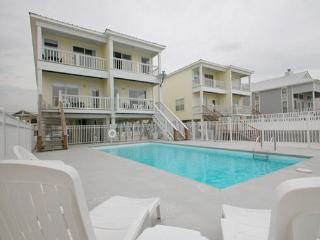 Yellow House - Your Ocean Front Oasis w/Large Pool, Gulf Shores