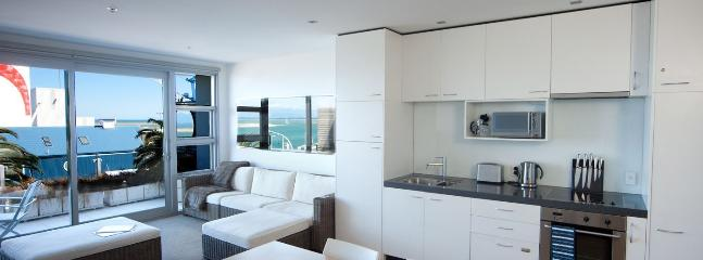 Latitude Apartment - Superb Nelson Waterfront Accommodation for 2!