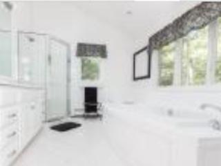 H.A. MASTER SUITE W/BATH-FREE BIKE RENTALS, East Hampton