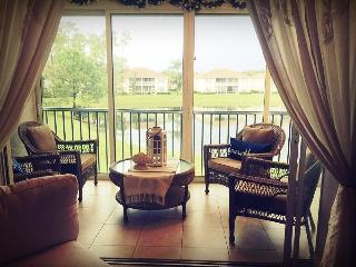 Beautifully Furnished LAKEFRONT 3 BR Condo, Naples
