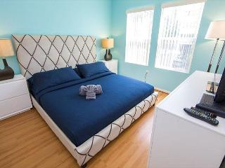 Two Bedroom Los Angeles Vacation Apartment  LALUX-2N