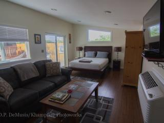 BandB 420 Denvers truly private Bud and Breakfast, Englewood