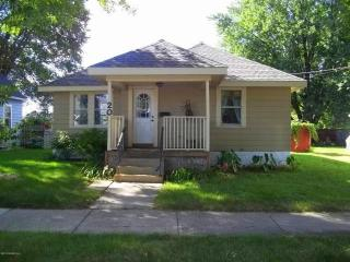Silver Lake House - Charming home only 2 Miles from Downtown Rochester and Mayo Clinic