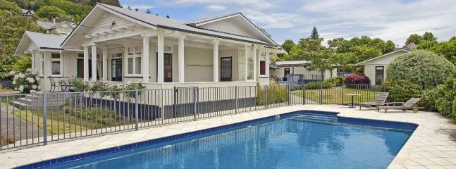 Poolside Villa - Nelson Central City Villa with Pool & Spa Pool!