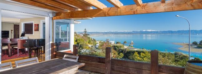 The Manor Nelson Holiday Home with Exceptional Sea Views!, Moana