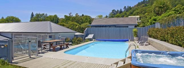Rutherford Villa Holiday Home Nelson - Pool, Spa Pool, Character!