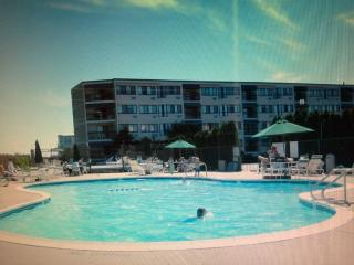 Beachfront 2 Bedroom Condo with Heated Pool, Brigantine