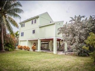 Gorgeous Keys Water Front Home with Private Dock & Ramp, Islamorada