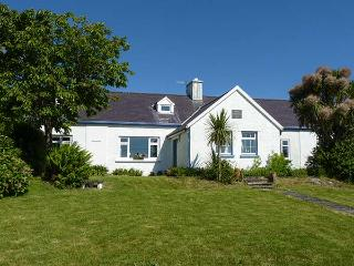 THE OLD SCHOOLHOUSE, open fire, quirky accommodation, great touring base, near Cahersiveen, Ref. 922588
