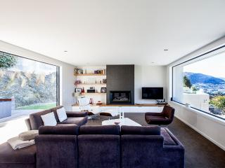 Stunning architectural home with amazing view, Queenstown