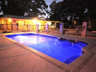 A country homestead close to the city., Wattle Grove