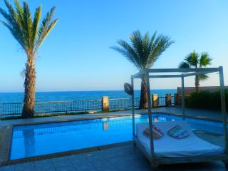 Larnaca Beachfront Villa Sunset LABG16, Larnaka City