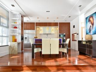 Luxury Designer Home Away From Home, Mississauga
