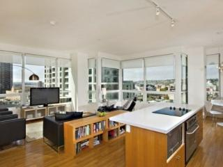 Luxury and Stunning Views in Downtown San Diego