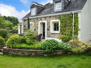 BERIAN CROSS, superb detached cottage, three bedrooms, woodburning stove, enclosed patio, dog friendly, near Newport Sands, Ref 14417, Pembrokeshire