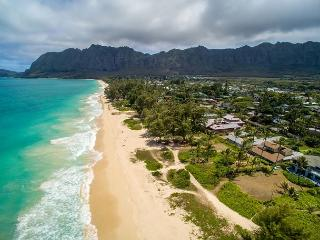 Fall Special $495! Four bedroom with hot tub on spectacular Waimanalo beach