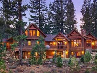 MorningStar -  Deluxe 5 BR w/ Hot Tub & Sauna. HOA Pool & Close to Skiing!, Truckee