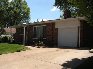 Single story home, Affton