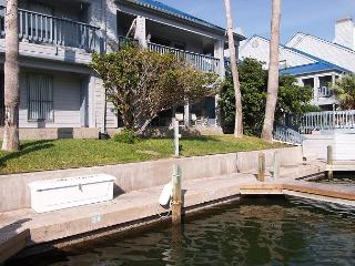 Penthouse condo overlooking the canal and the pool!, Corpus Christi