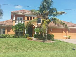 Beautiful 3 bedroom, screened & heated pool, Cape Coral