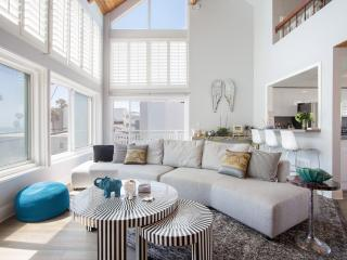 Luxury Venice Beach Escape Steps from the Sand, Los Angeles