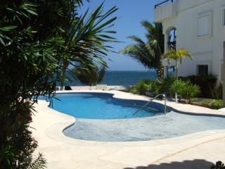 Oceanfront 1BR condo, Stunning View, Very Private, Puerto Morelos