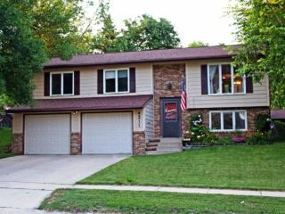 Jasmine House - Attractive home in a great neighborhood 2 Miles from Downtown Rochester and Mayo Cli