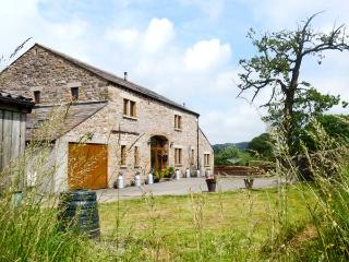 KIRKSTEADS BARN, stone built barn conversion, with open plan living area, off road parking, and garden, in Ingleton, Ref 15149