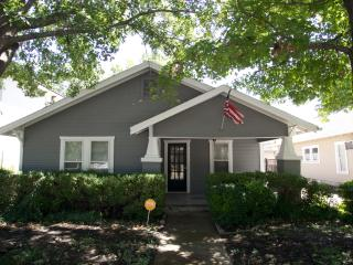 Amazing Cottage 1 block from TCU, Fort Worth
