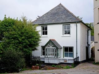 Large 3 bedroom cottage, centre Chagford, Dartmoor